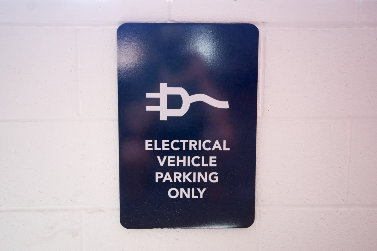 electric-vehicle-parking-sign